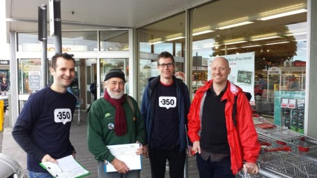 20140709-CAM-volunteers-campaigning-divestment-Glenroy