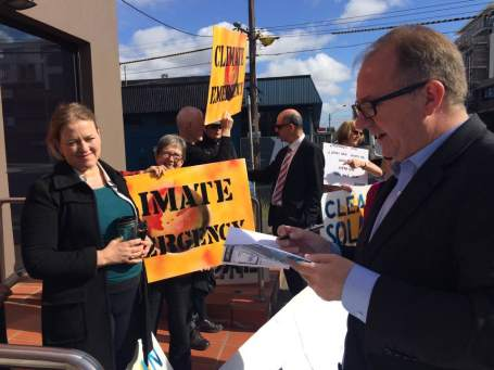 Batman MP David Feeney signs climate emergency petition